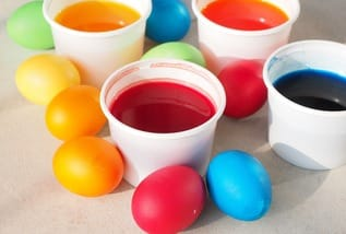 Ostersonntag pixabay easter eggs colors 3032079 1280 medium